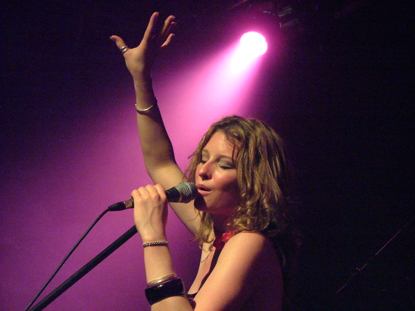 Heather Findlay of Mostly Autumn at The Met Theatre in Bury, June 2007