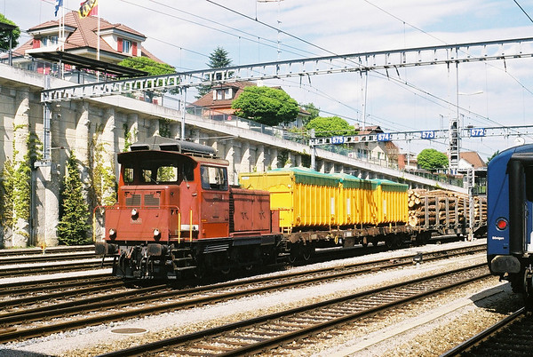 SBB Em3/3 arrives at Speiz with a trip freight.